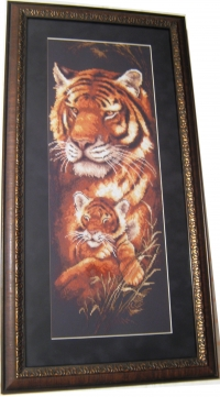 """Картина """"Тигрица"""" из вышивки """"Золотое руно"""", багет, стекло, паспарту """"Черный бархат"""", багет дерево"""